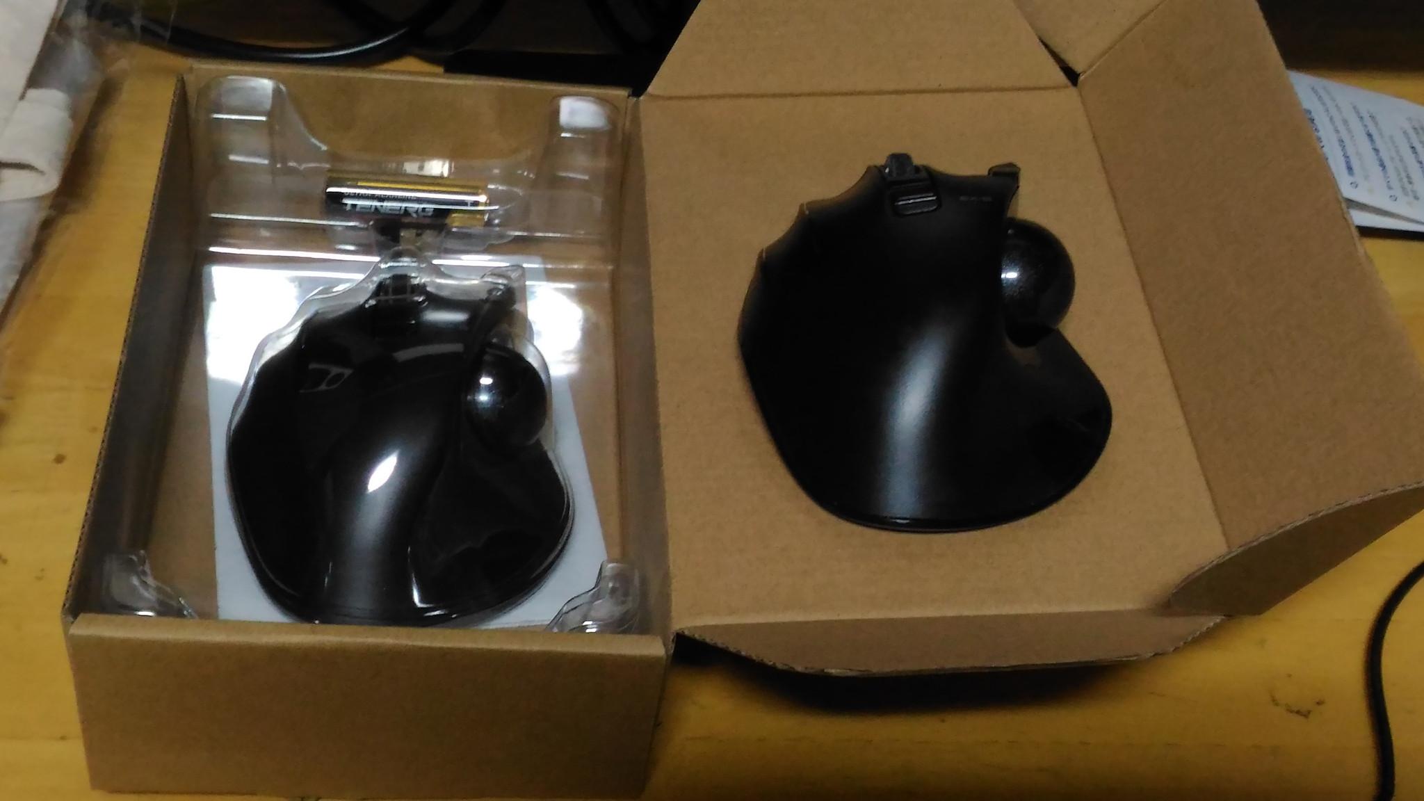 M-XT4DRBK エレコム マウス 左